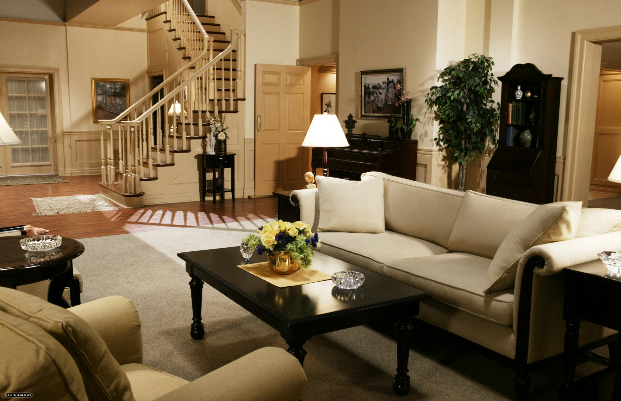 Family van de kamp 39 s residence on desperate housewives - Inside house ...